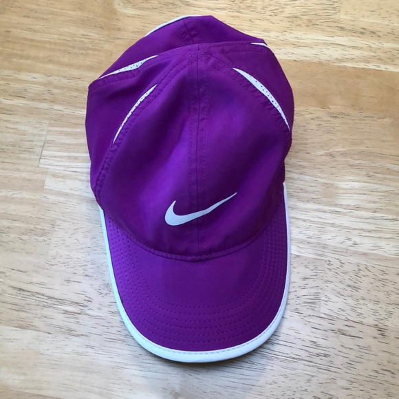 Nike featherlight drifit hat
